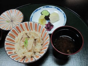 As usual traditional course meal goes, the last dish is rice and soup.  For the season, it was Matsutake Rice, and Shijimi (small clam) Miso Soup.