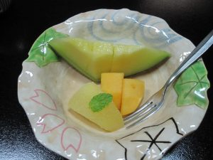 The desert was melon (it was ripen all the way to the skin), pear and persimmon.