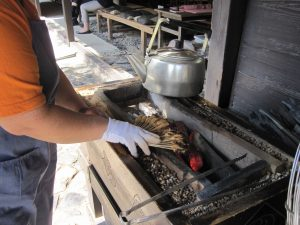 Sticky rice is rolled in some bean powder, and then grilled... Each handmade.
