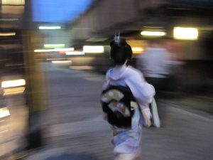 And, from no where, Maiko-san appears on street, hurrying to her work.